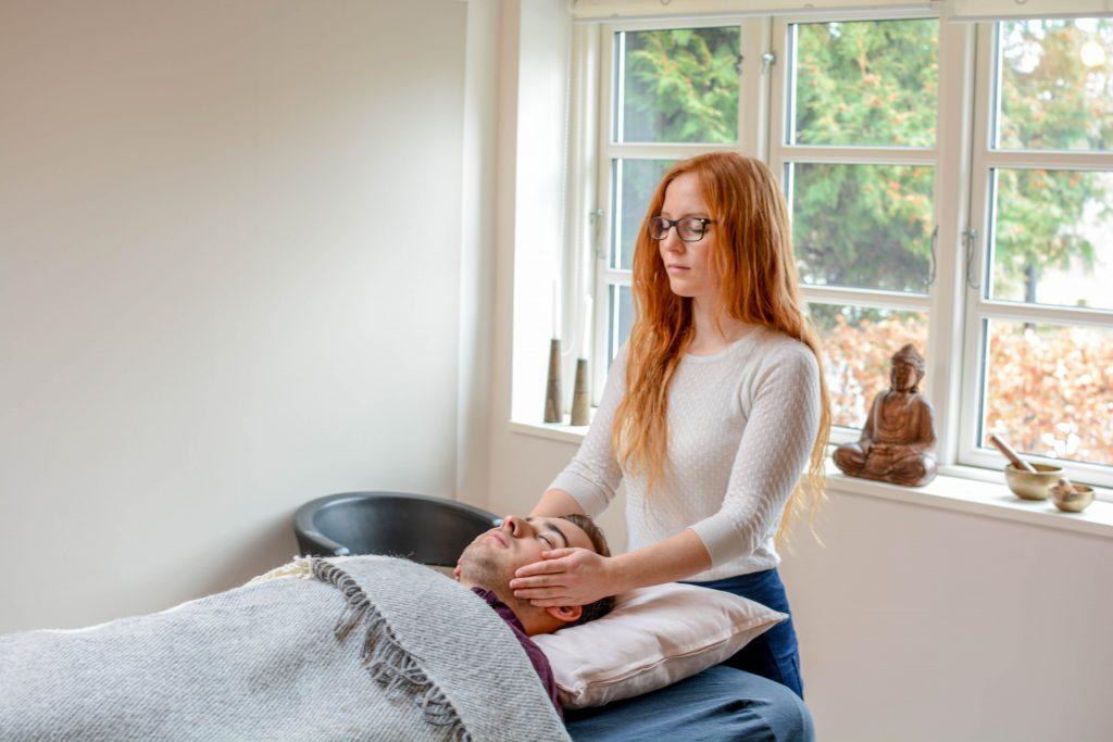 Behandlinger med hypnoterapi, healing og/eller guidekontakt ved Rie Jespersen i Behandlerhuset Rislundvej 12